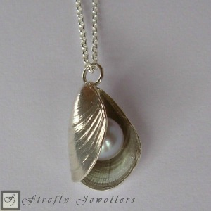 Shell necklace with pearl - N17L