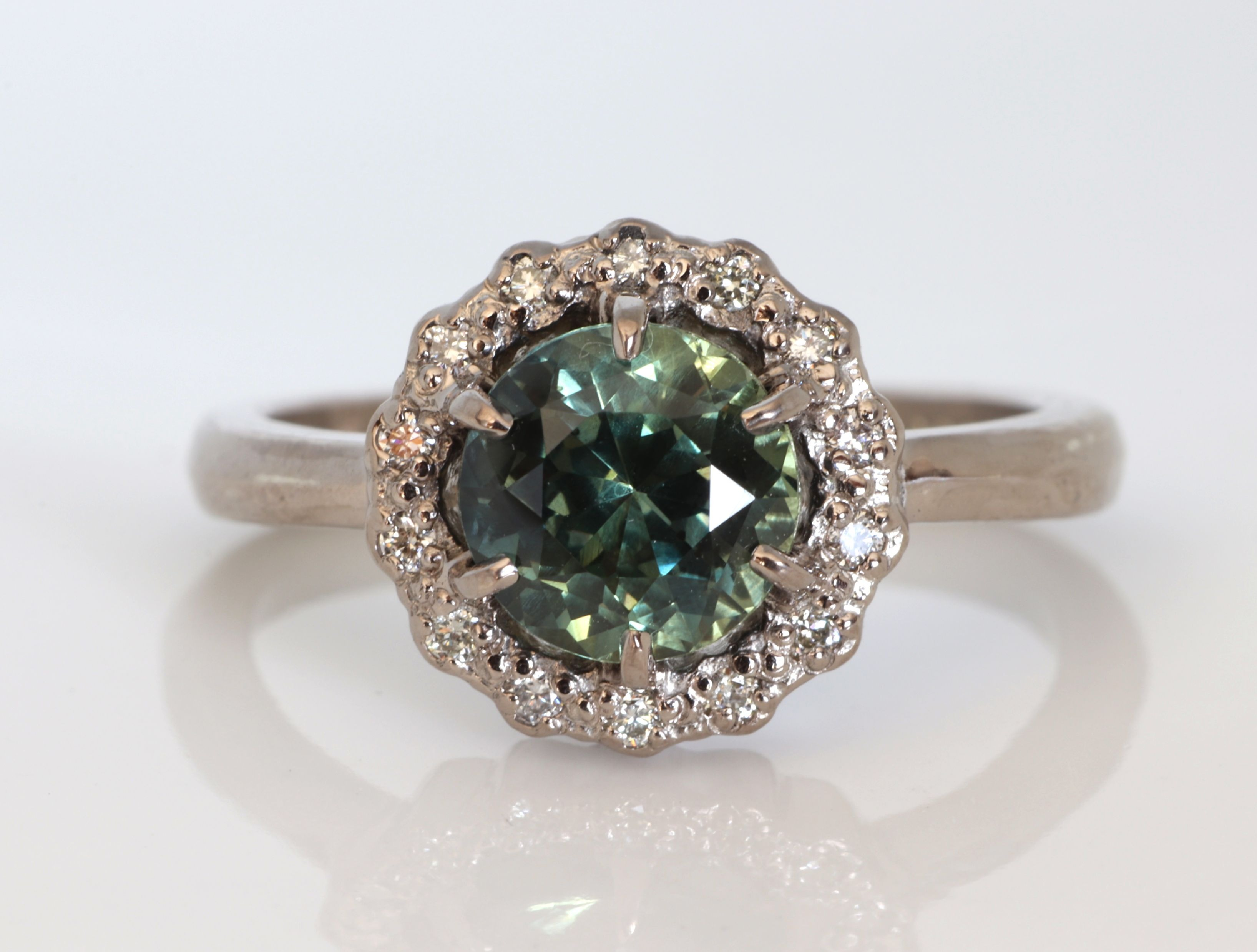"Teal / Peacock Sapphire ring in white gold - ""Ivy"" setting"